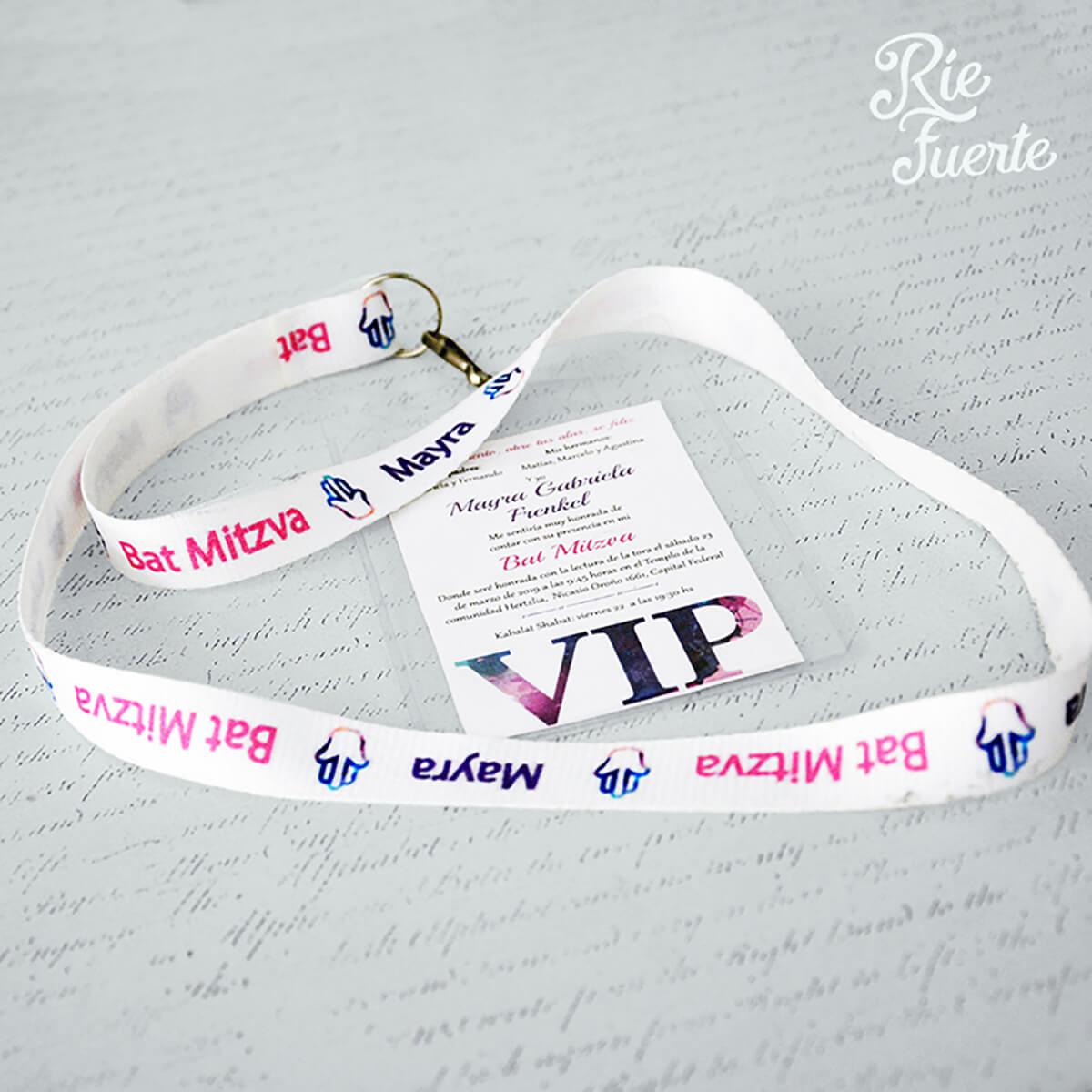 Bat Mitzva Mayra tarjeta VIP con cinta colgante y estuche transparente para tarjeta